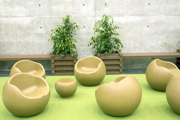 mobiliario urbano ecológico - Sofás hechos con cáscara de arroz