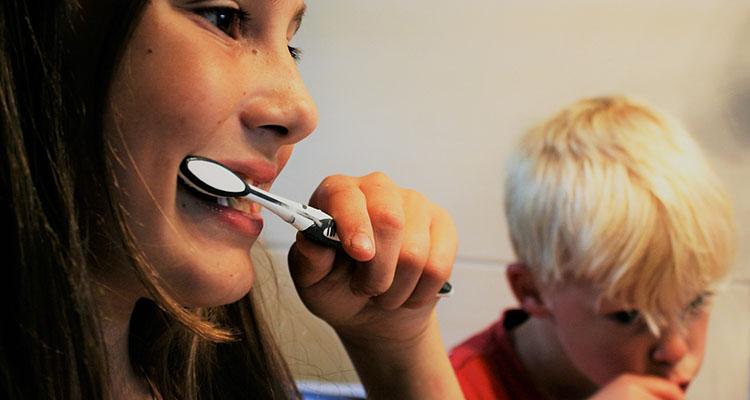 Formas naturales de mantener los dientes sanos