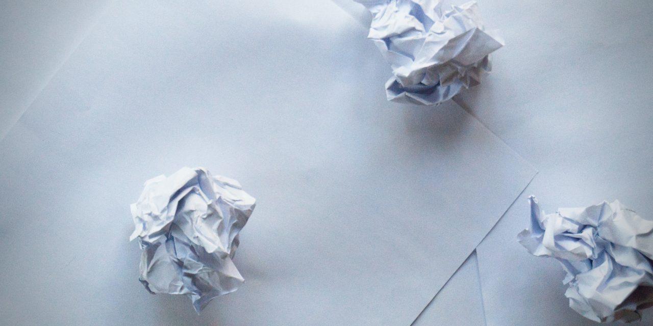 Destruir y reciclar archivos de papel minimiza el impacto medioambiental